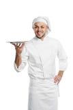 El cocinero feliz con la bandeja aisló foto de archivo