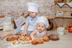 El cocinero joven imagen de archivo