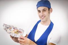 El cocinero muestra billetes de banco Foto de archivo libre de regalías