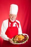 El cocinero sirve la cena del día de fiesta Fotos de archivo libres de regalías