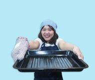 El cocinero tailandés de la mujer está cocinando las comidas tailandesas fotografía de archivo libre de regalías