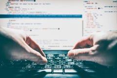 El codificador del cálculo del programa del código de la codificación desarrolla el desarrollo del desarrollador fotos de archivo