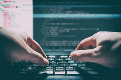 El codificador del cálculo del programa del código de la codificación desarrolla el desarrollo del desarrollador fotografía de archivo libre de regalías