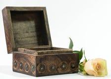 El cofre del tesoro con subió imagen de archivo