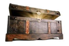 El cofre del tesoro revela un secreto luminoso Imagen de archivo libre de regalías