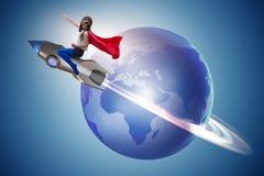 El cohete del vuelo de la niña en concepto del super héroe Imágenes de archivo libres de regalías