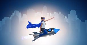 El cohete del vuelo de la niña en concepto del super héroe Foto de archivo libre de regalías
