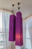 El colgante moderno del estilo enciende púrpura del â fotos de archivo libres de regalías