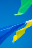 El colgar en las banderas del día de fiesta del viento Fotos de archivo