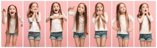 El collage de diversas expresiones faciales, emociones y sensaciones humanas de la muchacha adolescente joven imagenes de archivo