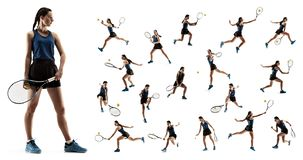 El collage sobre la mujer joven que juega a tenis aislado en el fondo blanco imagenes de archivo
