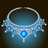El collar de la mujer con las perlas y las piedras preciosas Imagen de archivo libre de regalías