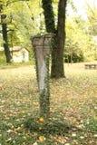 El collar verde de la columna de piedra fotografía de archivo libre de regalías