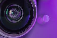 El color de la lila de la lente y de la luz de cámara Foto horizontal Fotos de archivo
