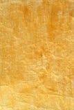 El color de oro pintó el papel arrugado Foto de archivo