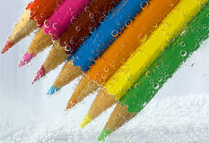 El color dibujó a lápiz macro con las burbujas Imagenes de archivo