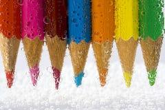 El color dibujó a lápiz macro con las burbujas Fotos de archivo