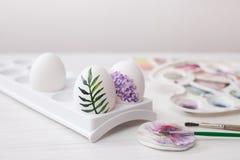 El colorante eggs los colores para Pascua, ejemplo botánico Imágenes de archivo libres de regalías