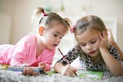 El colorear de las niñas Imagen de archivo libre de regalías