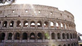 El Colosseo en Roma El Colosseum también conocido como Flavian Amphitheatre, un amphitheatre oval en el centro del almacen de metraje de vídeo