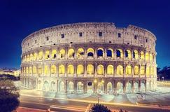El Colosseum en la noche, Roma Imagenes de archivo