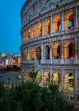 El Colosseum en Roma en la puesta del sol fotografía de archivo libre de regalías