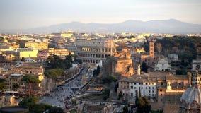 El Colosseum o el coliseo, Flavian Amphitheatre en Roma, Italia almacen de metraje de vídeo