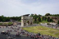 El Colosseum y el foro Fotos de archivo libres de regalías