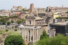 El Colosseum y el foro Imágenes de archivo libres de regalías