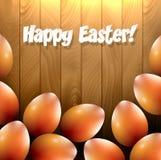 El comedor anaranjado brillante eggs en una tabla de madera Foto de archivo