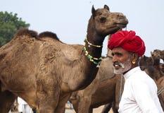 El comerciante del camello de Pushkar Fotos de archivo libres de regalías