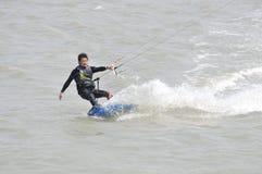 el Cometa-practicar surf en Taiwán. Imagen de archivo