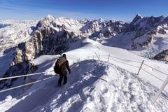 El comienzo del funcionamiento de esquí fuera de pista famoso, el Vallee Blanche, Mont Blanc en las montañas francesas Imagenes de archivo