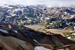 El comienzo del verano en montañas islandesas Fotos de archivo libres de regalías