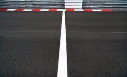 El comienzo y la meta en motor compiten con la pista de Grand Prix del asfalto y Imagen de archivo