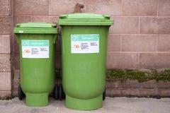 El compartimiento verde de los residuos orgánicos recicla el ambiente de la reserva de la recogida de residuos fotos de archivo