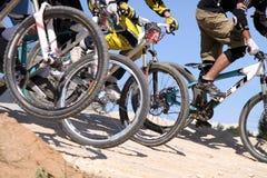 El competir con cruzado de la bici Fotografía de archivo