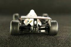 El competir con de coche en velocidad. Fotos de archivo libres de regalías