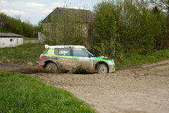El competir con de Kuzaj Skoda Fabia WRC Imagenes de archivo