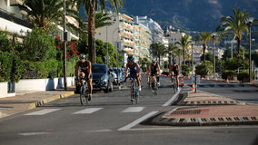 El competir con de la bicicleta del camino fotografía de archivo