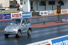 El competir con de la fricción del coche eléctrico fotografía de archivo