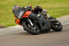 El competir con de la moto. Foto de archivo