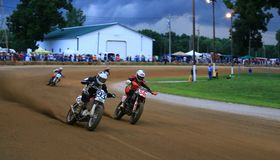 El competir con de la motocicleta de la suciedad Fotografía de archivo