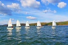 El competir con de los cadetes de los barcos de navegación Fotografía de archivo libre de regalías
