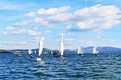 El competir con de los cadetes de los barcos de navegación Imagen de archivo libre de regalías