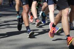 El competir con del maratón Imágenes de archivo libres de regalías