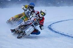 El competir con en el hielo Imagen de archivo