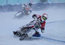 El competir con en el hielo Imagenes de archivo