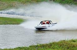 El competir con rápido de la lancha de carreras de la raza de los competidores del jetsprint de V8 Fotografía de archivo libre de regalías