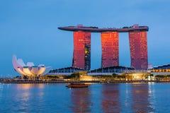 El complejo de Marina Bay Sands durante tiempo de la puesta del sol en Sigapore Imagen de archivo libre de regalías